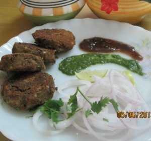 Kebabs with tamarind and green chutney.